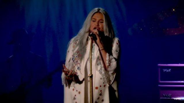 Kesha a lansat o inregistrare live a piesei 'Praying'