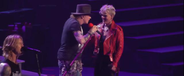 Pink a urcat pe scena alaturi de Guns N` Roses