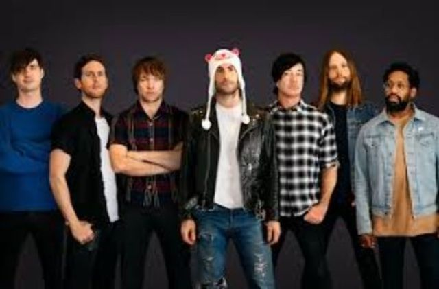 "Maroon 5 au lansat clipul celui mai recent single ""Wait"""