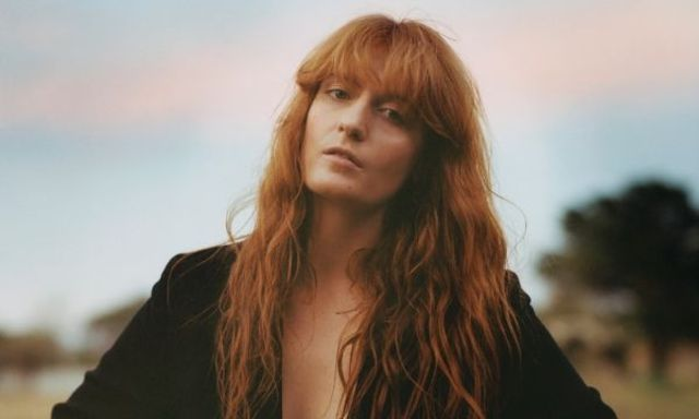 "Florence + the Machine au lansat piesa ""Sky Full Of Song"""