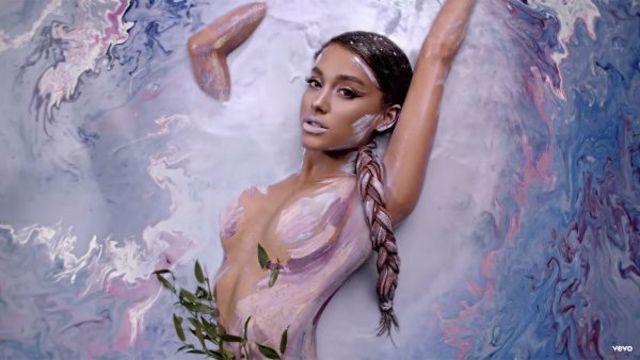 "Ariana Grande a lansat single-ul ""God Is A Woman"""