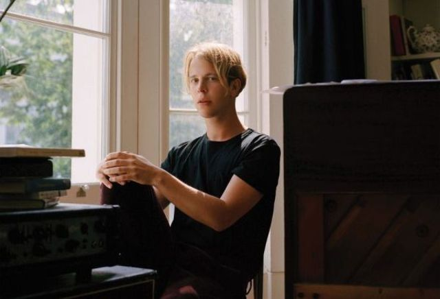 """Tom Odell a lansat clipul piesei """"Go Tell Her Now"""""""