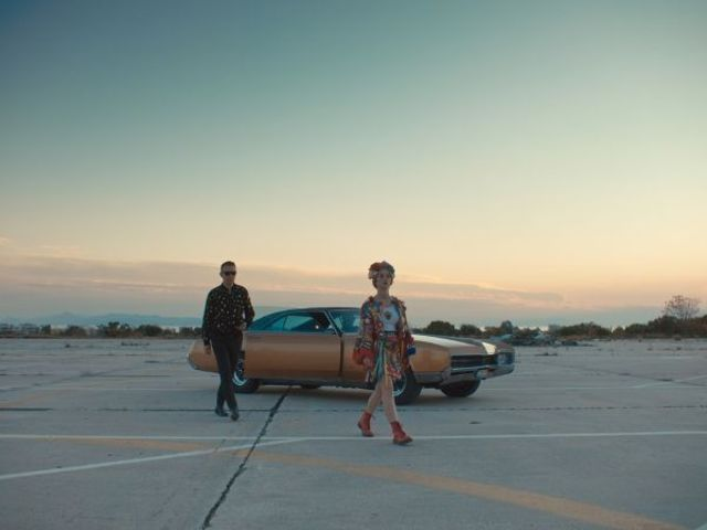 "Hooverphonic si Matthias Lebeer au lansat un nou clip pentru piesa ""Looking For Stars"""