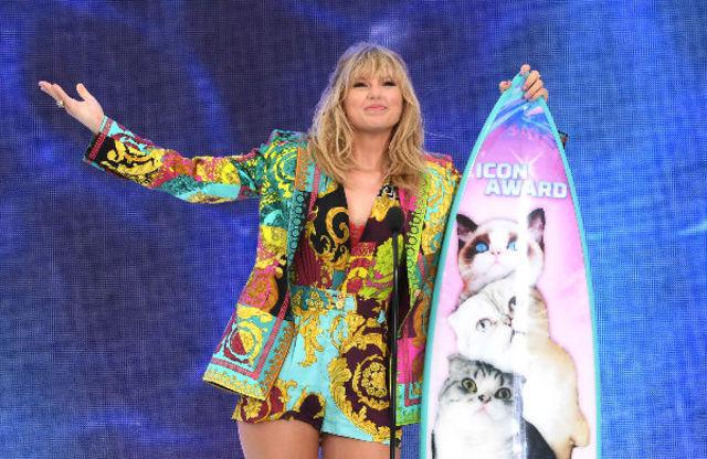 Taylor Swift lanseaza un nou single
