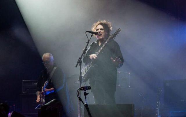 Robert Smith, solistul trupei The Cure, a dezvaluit 3 noi albume