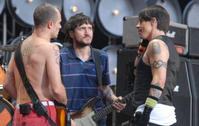 Red Hot Chili Peppers lucreaza la un nou album