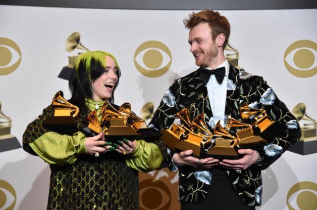 Billie Eilish face istorie la premiile Grammy