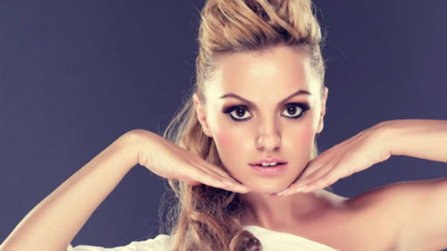 "Alexandra Stan a lansat single-ul ""Take Me Home"""