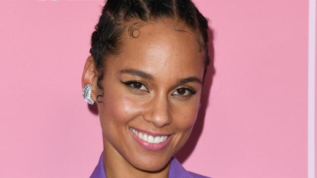 "Alicia Keys a lansat single-ul ""Perfect Way to Die"""