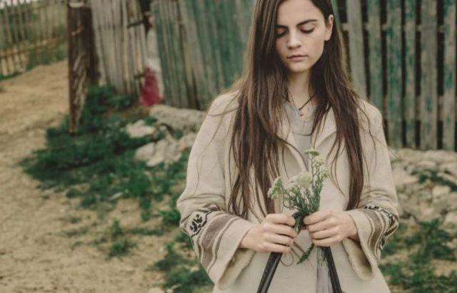 "Valeria Stoica debuteaza cu albumul ""I Don't Like Roses"""