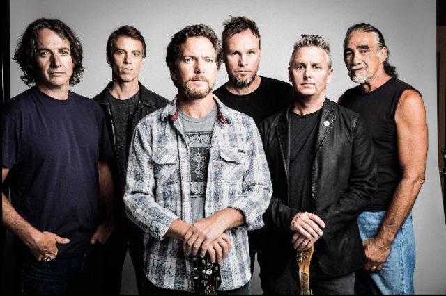 "Pearl Jam a lansat single ""Get It Back"""