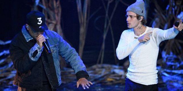 Justin Bieber a interpretat piesele 'Holy' si 'Lonely' live la SNL