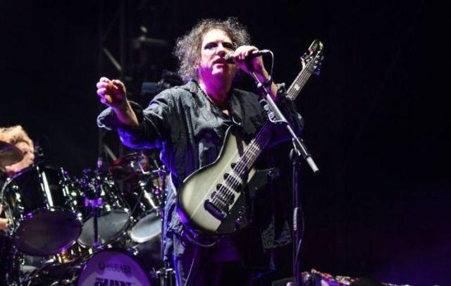 Robert Smith de la The Cure a interpreta trei melodii de pe albumul 'Faith'