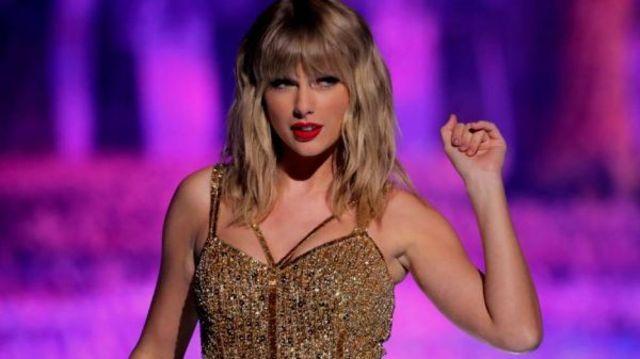 """Albumul """"Evermore"""", lansat de catre Taylor Swift la finalul anului 2020, revine pe primul loc al topului Billboard 200"""