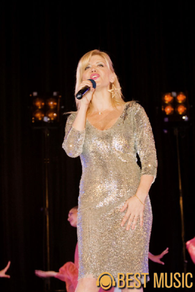 Loredana Groza in cadrul spectacolului O viata pentru muzica