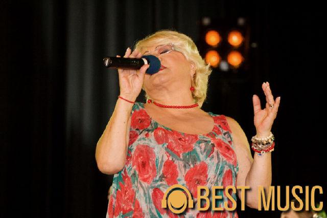 Mirabela Dauer in cadrul spectacolului 'O viata pentru muzica'