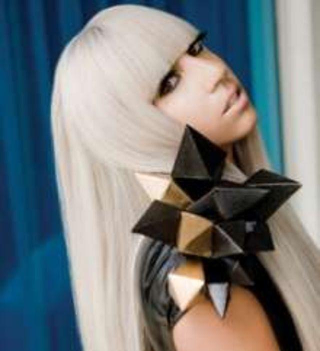 Lady GaGa, jignita de intrebarile indiscrete ale presei