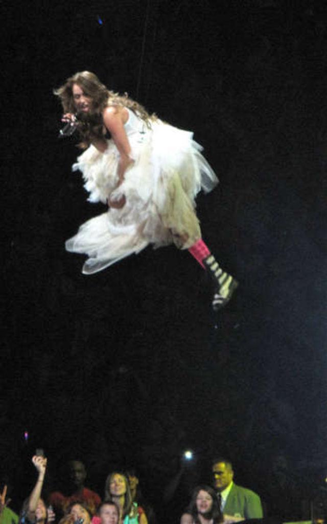 Miley Cyrus poze turneu Wonder World