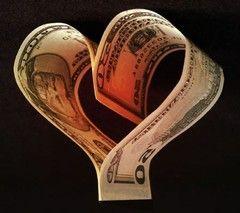 Ce alegi: banii sau iubirea? Afla ce melodie iti oferim!