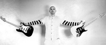 Showul Billy Corgan se muta la Beraria H